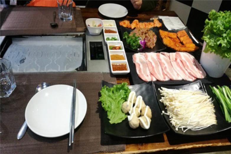 韩釜宫自助餐加盟