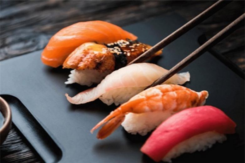 胖脒正经寿司加盟