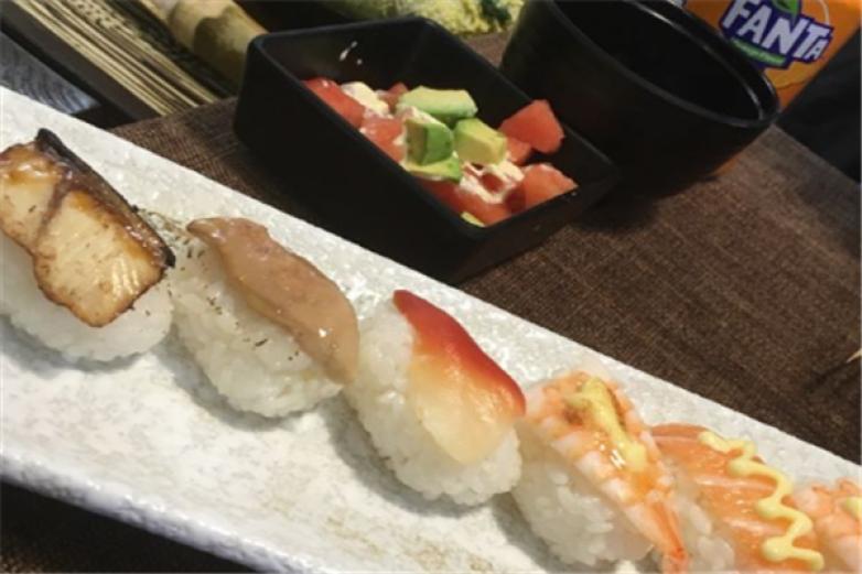 秋樱寿喜锅自助餐加盟